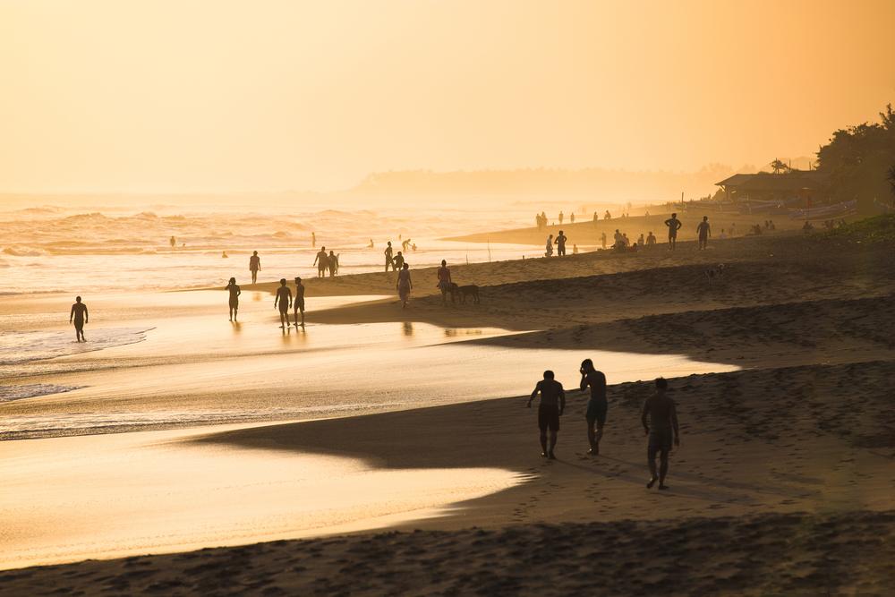 Plaża w Kucie o zachodzie słońca