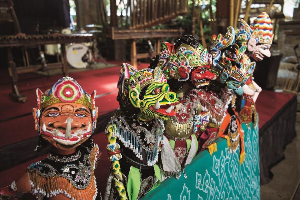 Lalki wayang golek z jawajskiego teatru marionetek